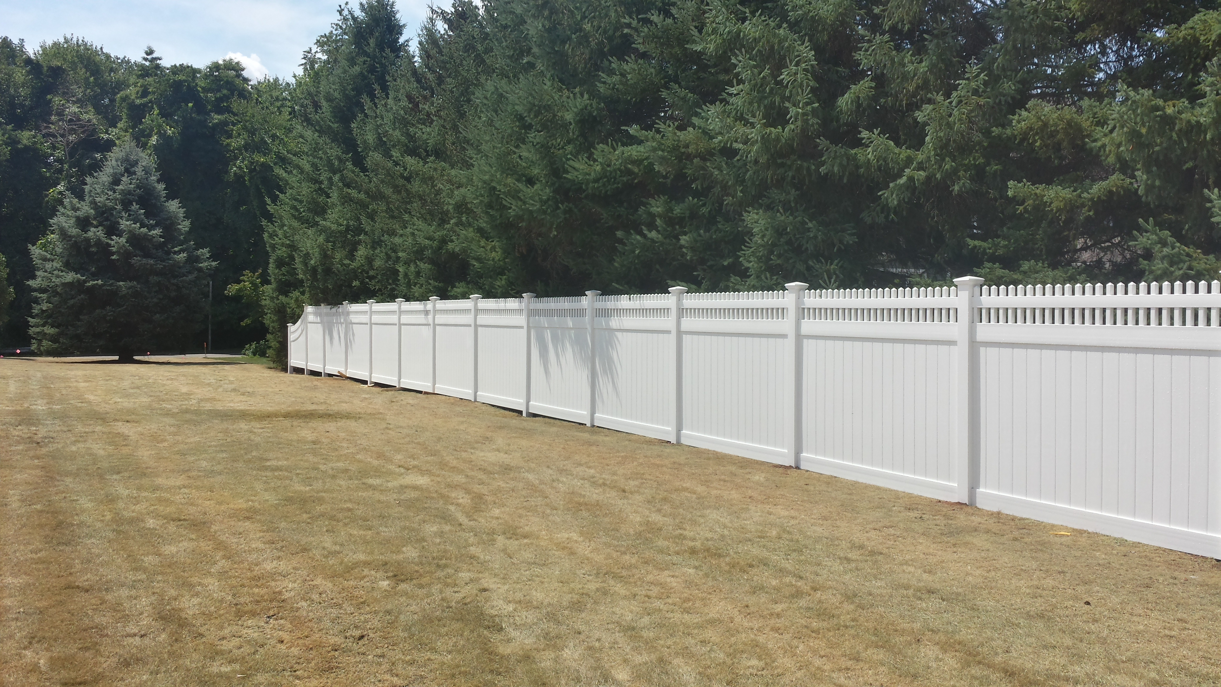 Vinyl Fence – Connecticut Fence Works